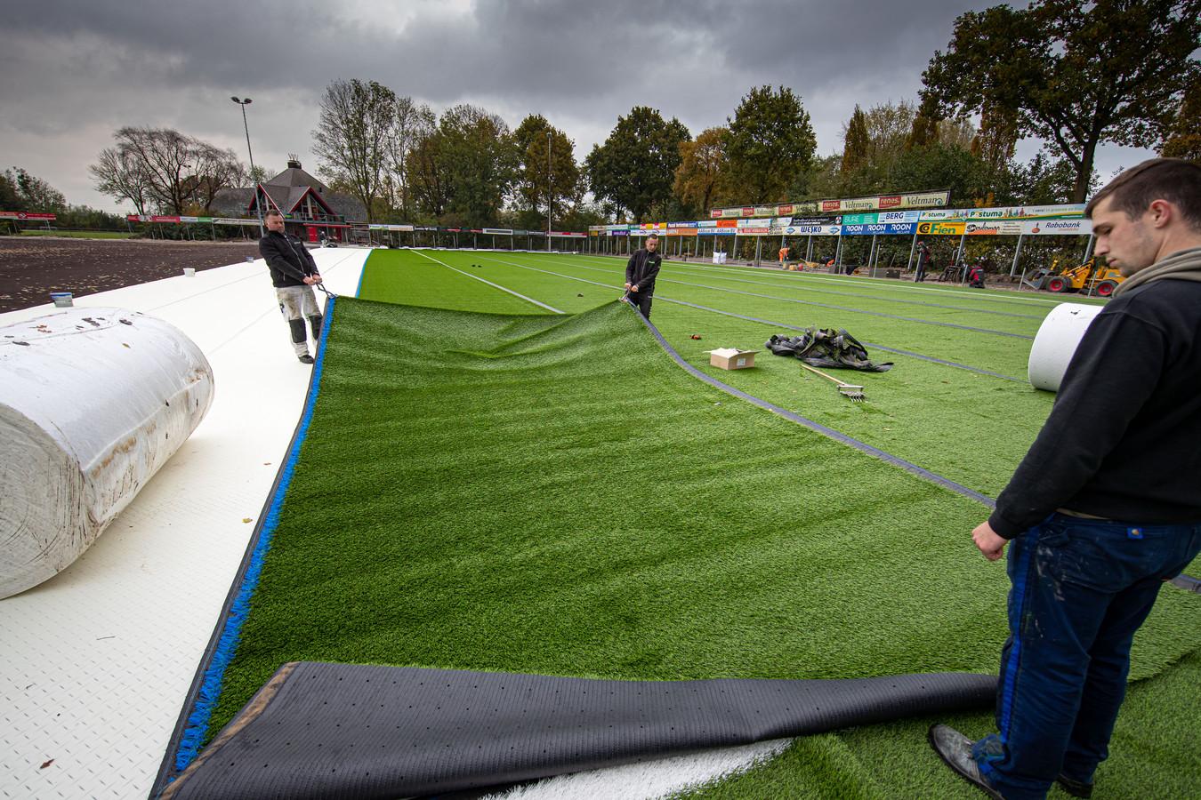 Het hoofdveld van IJVV krijgt nieuw kunstgras.