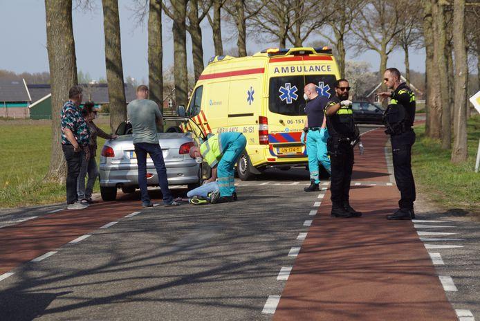 Een fietser is in Aalten gewond geraakt na een aanrijding met een auto.
