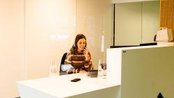 """Heists bedrijf Vink focust zich op productie van hoestschermen: """"De vraag ging heel snel de hoogte in"""""""