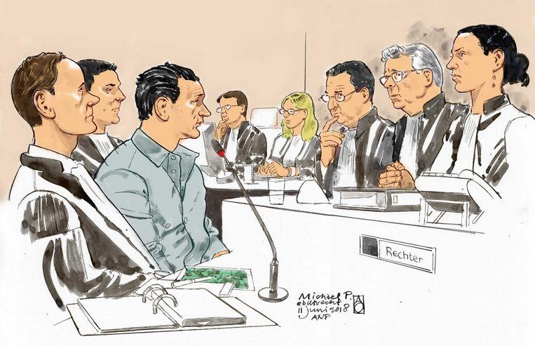 Een rechtbanktekening van Michael P. (3-L) met zijn advocaat mr. Dorrestein (L) en de Voorzitter mr. Van Lieshout (2-R) en de Officieren van Justitie H. Leepel (4-R) en R. Craenen (4-L) in de Utrechtse rechtbank tijdens de rechtszaak voor de moord op Anne Faber. Beeld ANP