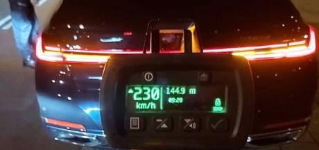 Snelheidsduivel raast met 230 kilometer per uur over A4