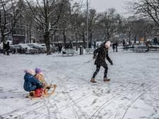 Een paar centimeters sneeuw, maar ongeremde winterpret in Amsterdam