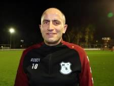 Ahmet (38) wil nog niet stoppen met voetballen bij HMSH: 'Ik voel me nog topfit'