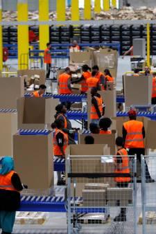 'Werknemers Amazon plassen in flessen'