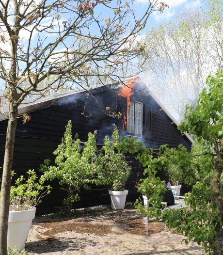 Brand in old-timer loods in Eemnes