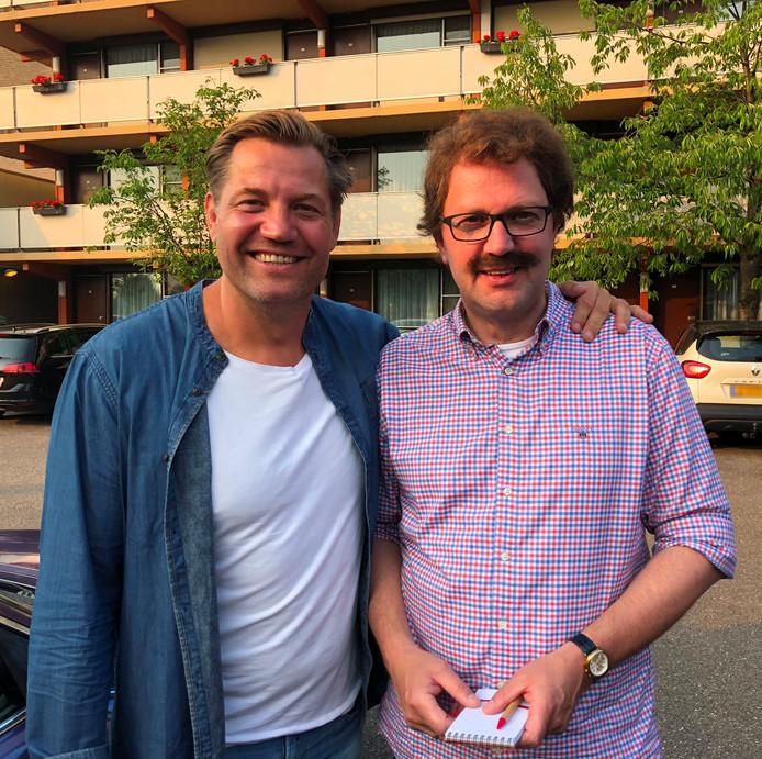 Dennis van der Geest (links) en burgemeester Milo Schoenmaker.