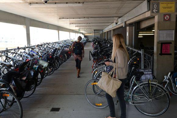 De fietsenstalling aan het station van Leuven blijft een geliefkoosd actieterrein van dieven.
