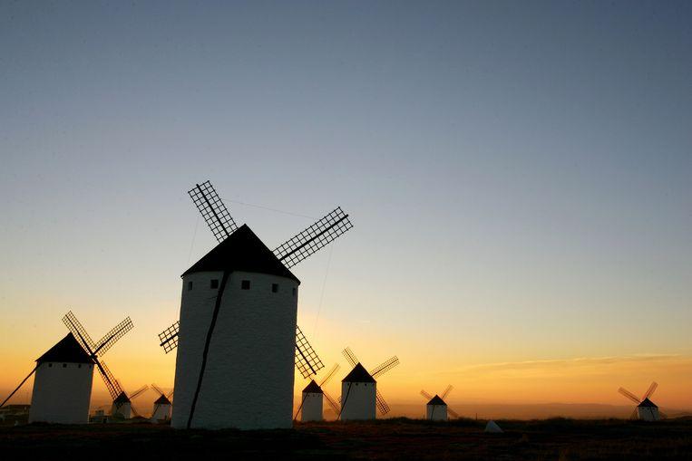 Don Quijote, het personage in het boek van Cervantes, vocht tegen windmolens. Beeld afp