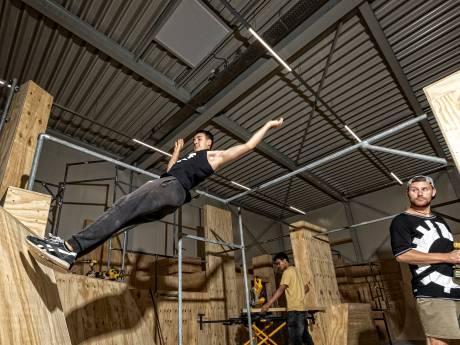 Parkour Disciplines druk bezig met het inrichten van honk bij Gymworld