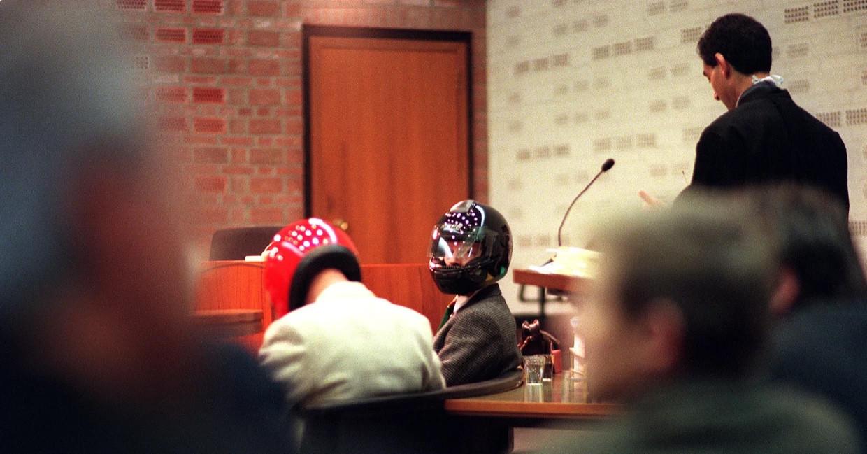 Twee oud-rechercheurs van de Criminele Inlichtingendienst in de rechtszaal wegens verdenking van meineed bij de parlementaire enquête opsporingsmethoden (1997 Beeld ANP