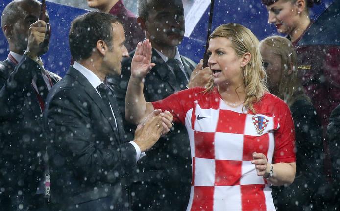 Emmanuel Macron (l) met Kolinda Grabar Kitarovic