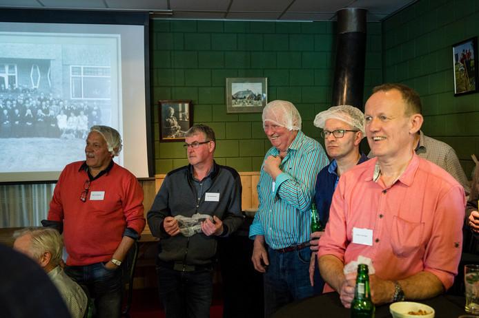 deelnemers aan de bedrijfsquiz mer vragen over de weiproductenfabriek en kaasfabriek