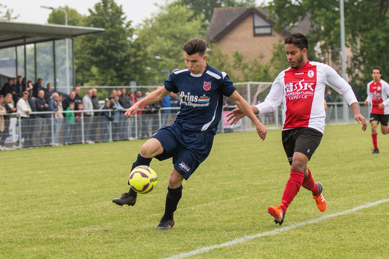 Ruben Pekaar (met bal) was zaterdag één van de doelpuntenmakers bij Yerseke.