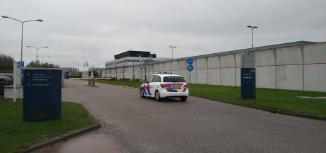 Gedetineerde steekt medegevangene met  mes in Penitentiaire Inrichting Lelystad