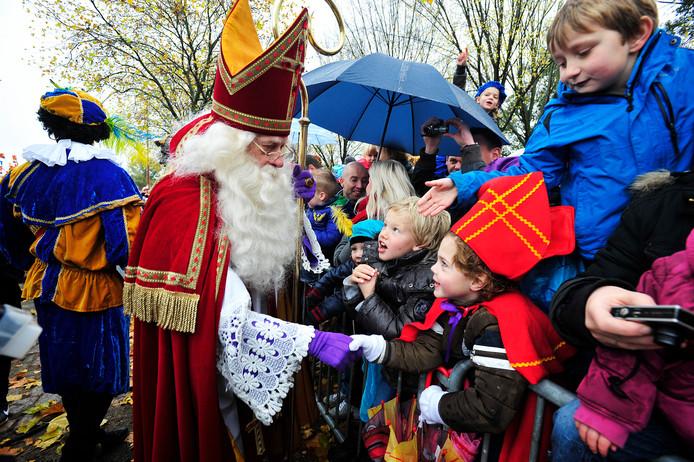 De goedheiligman en een Zwarte Piet tijdens een eerdere Sinterklaasintocht in Tilburg.
