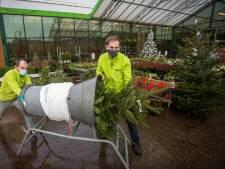 Kerstbomen op de parkeerplaats en de ballen op bestelling; tuincentra gooien het over een andere boeg