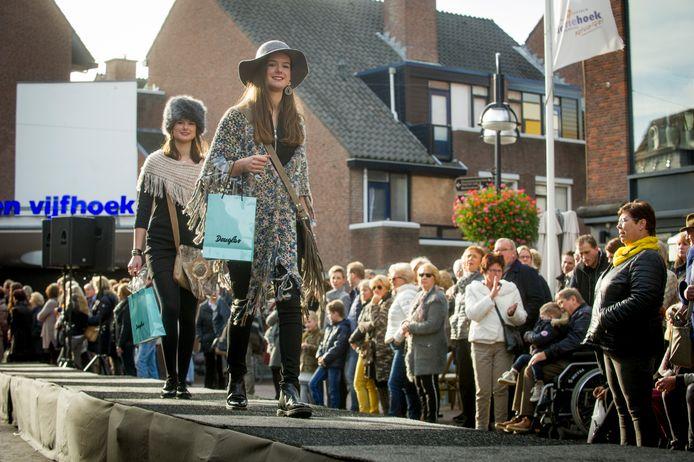 Dit keer geen modeshows of muziekacts in de winkelstraten, maar de koopzondag in Oldenzaal gaat morgen wel 'gewoon' door.