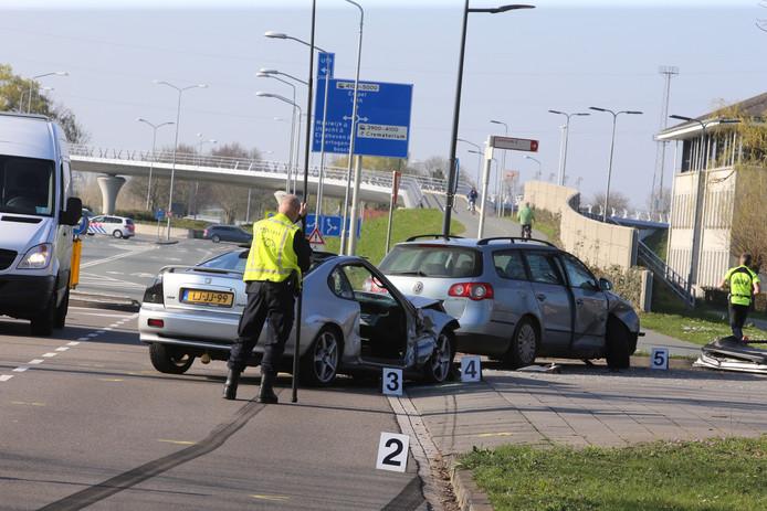 De politie doet uitgebreid onderzoek naar de toedracht van het ongeluk op de Empelseweg in Rosmalen.