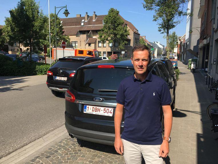 Yves Pynaert en Unizo Deerlijk wil dat de gemeente snel en concreet werk maakt van een aangepast parkeerbeleid in het centrum.