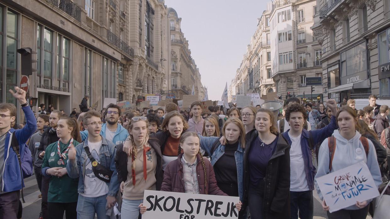 Greta Thunberg tijdens een klimaatmars in de documentaire. Beeld