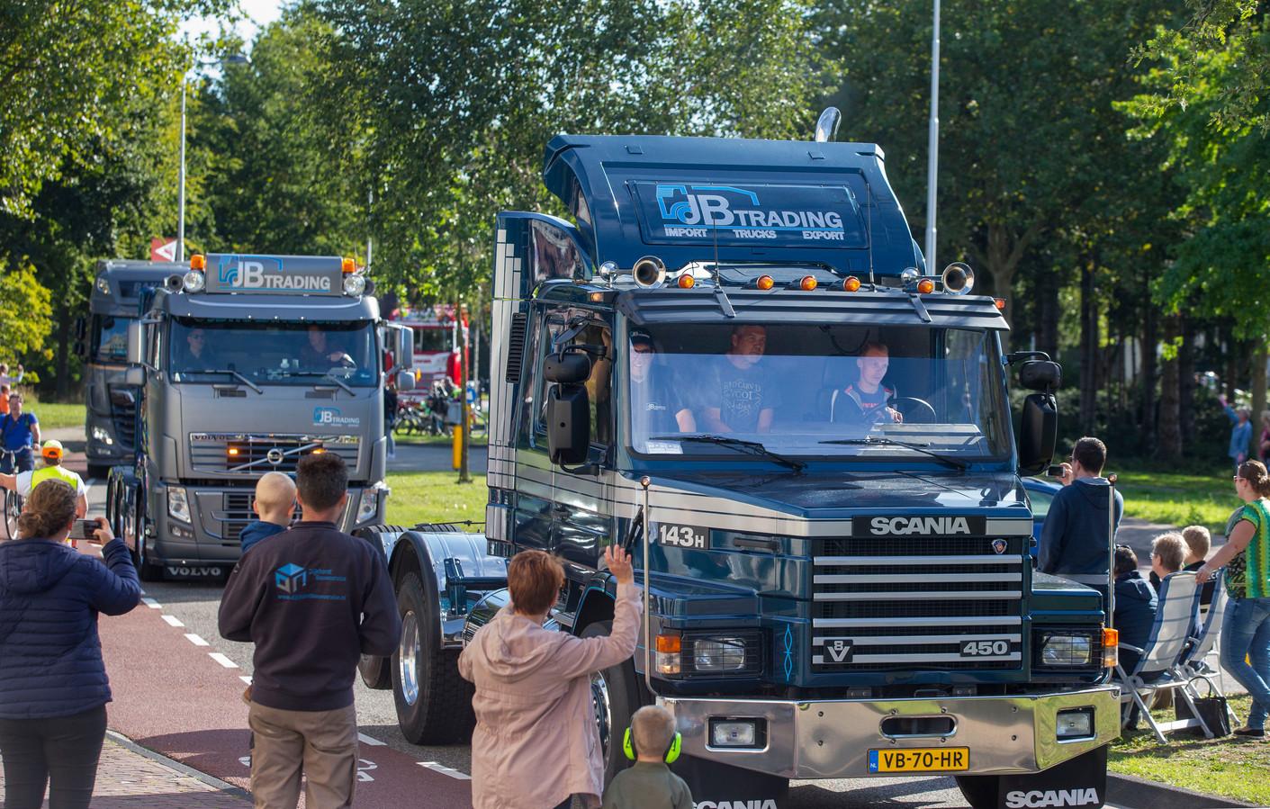 De Truckrun in Ede. Voor bewoners van 's Heerenloo is het bijzonder mee te mogen rijden in een vrachtwagen.