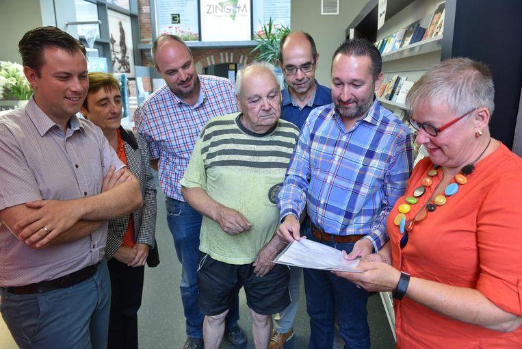 De bewoners van de Warande gaan niet akkoord met de nieuwe straatnaam en gaven daarom een petitie af aan burgemeester Kathleen Hutsebaut.
