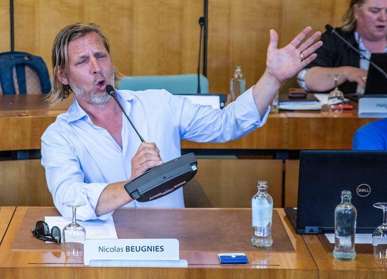 Nicolas Beugnies begon er spontaan van te zingen. Een grapje wel, er wordt tijdens de raad zelf geen Jägermeister gedronken.