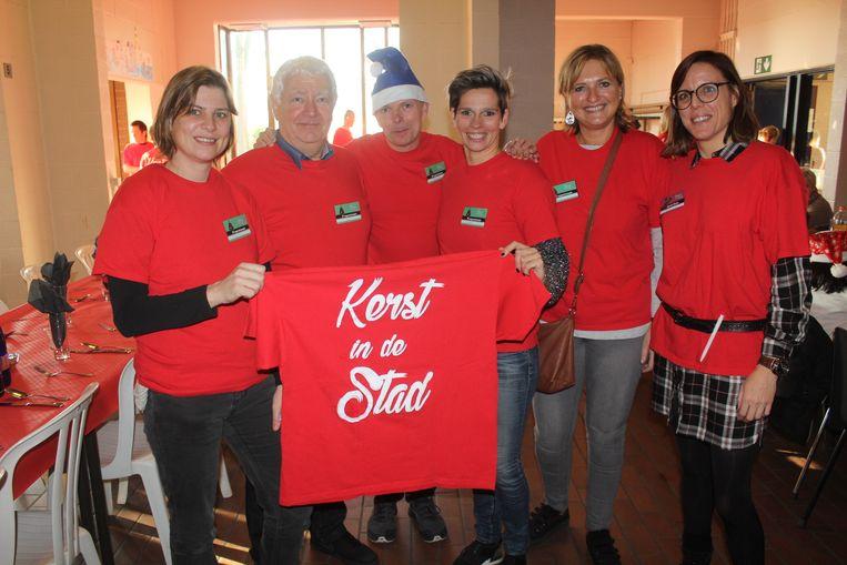 Het organisatiecomité van Kerst in De Stad, met OCMW-voorzitster Sarah Smeyers (N-VA).