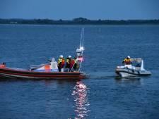 Hulpdiensten massaal naar Veluwemeer voor speedboot op drift