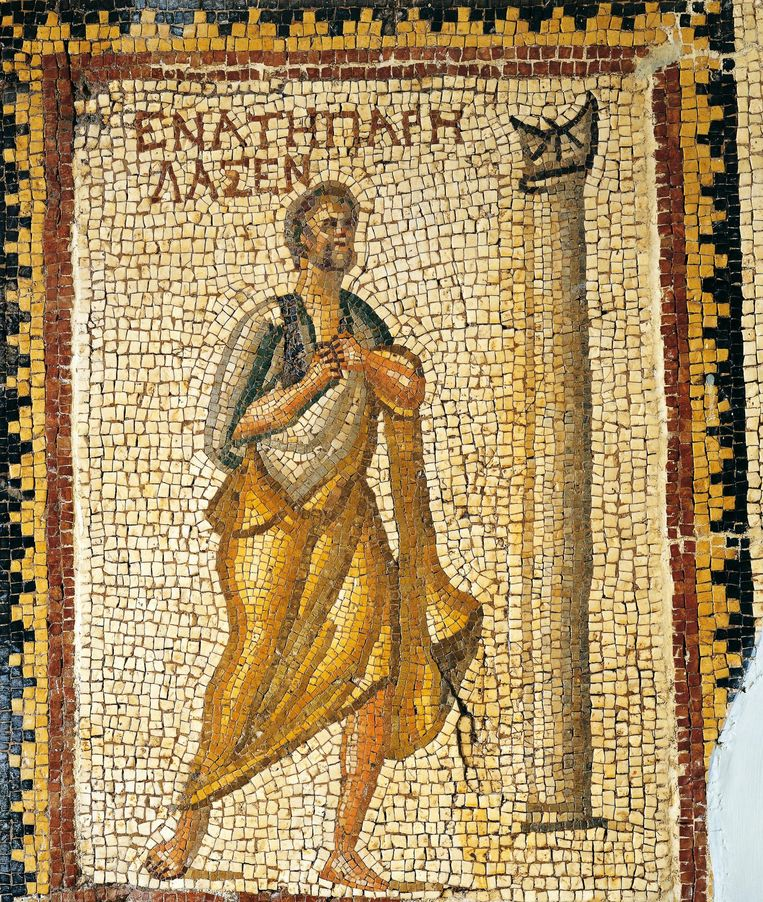 Man bij een zonnewijzer. Mozaïek uit de 4de eeuw na Chr., uit Daphne in Antiochië (Turkije). Beeld getty