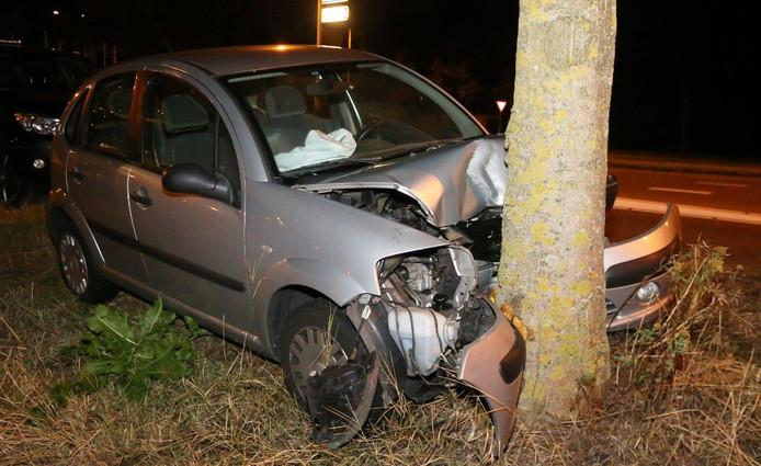 Het ongeluk gebeurde in de middag, 's avonds stond het voertuig er nog.