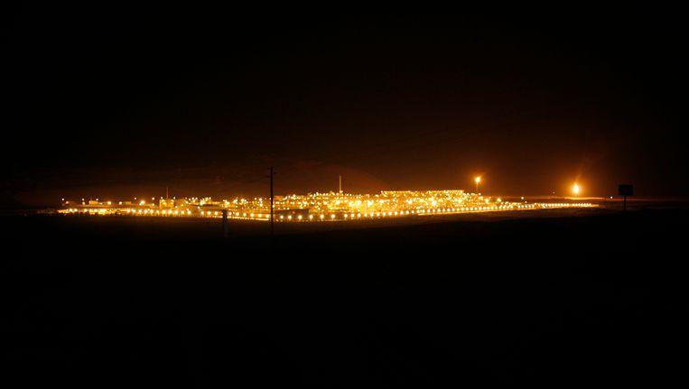 Het olieveld Shaybah in de woestijn in Saoedi Arabië. Beeld REUTERS