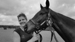 Drama in paardensport: 33-jarige amazone komt om het leven bij val, ook paard sterft