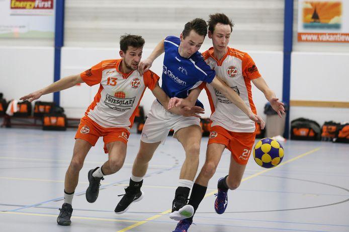 Bas Noordermeer (midden) speelt volgend seizoen voor KV Wageningen.