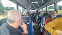 Lain Barbier zingt Waterloo in de bus richting Hilversum.