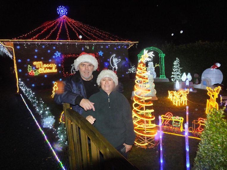 Heinz Van Parys en zijn vrouw Hilde Morel bij hun kersthuis in de Eedstraat.