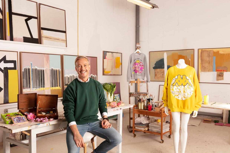 Claes Iversen in zijn atelier. Beeld Jaap Scheeren