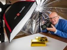 Fotograaf Lex van Lieshout schiet achtergrondplaatjes voor de pers:'Elke foto is een breinbreker'