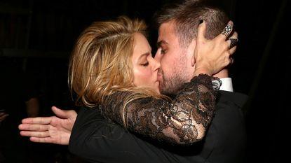 Shakira en Piqué delen hartstochtelijke kus in Vegas
