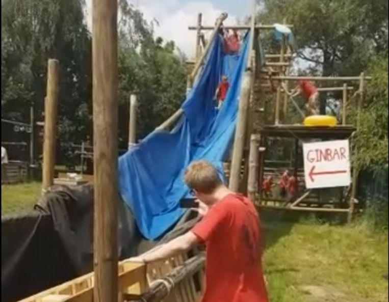 De zelfgebouwde splash van de scouts in Heule.