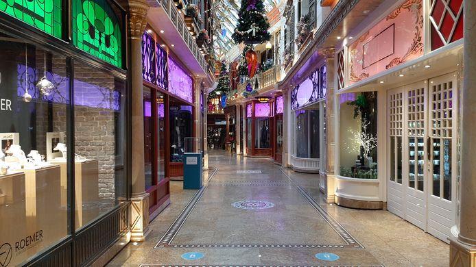 Rustig in de winkelstraten van Roosendaal na het instellen van de lockdown. De Passage.