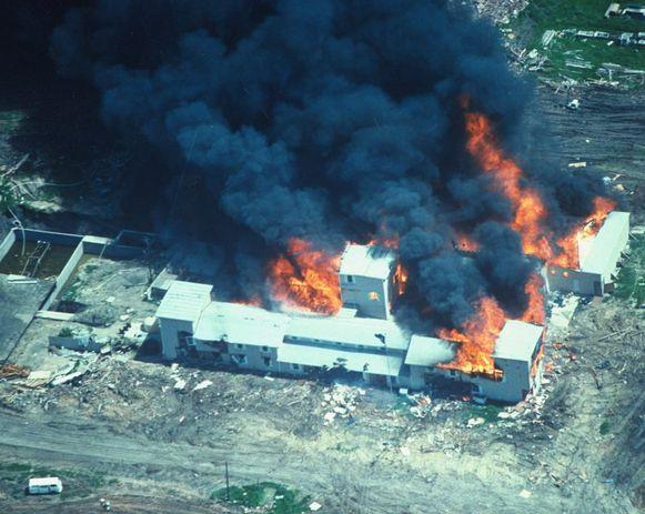 De FBI gebruikte traangas bij de bestorming van het gebouw van David Koresh' sekte.