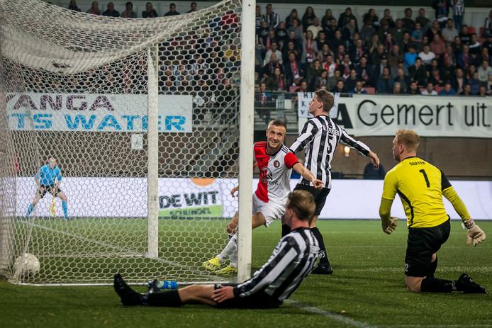 Dylan Vente opent de score tegen Gemert.