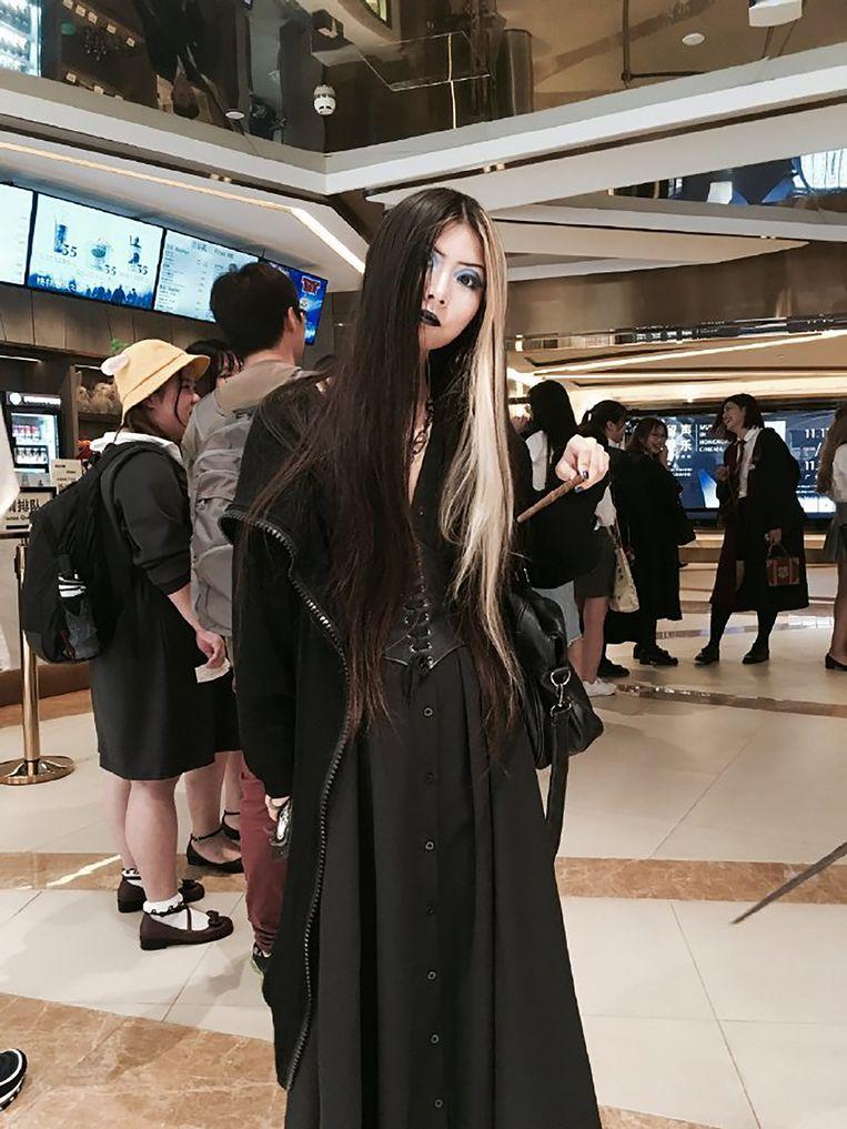 Goths in Guangzhou gingen in vol ornaat naar de metro en maakten een selfie om Xiaolin te steunen. Beeld AFP
