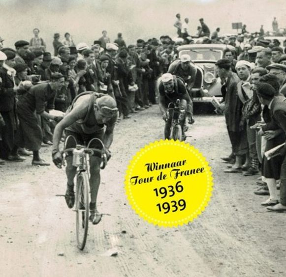 Lichtervelds wielerauteur Patrick Cornillie dook in het leven van tweevoudig Tourwinnaar Sylveer Maes. De biografie van de renner telt 360 pagina's en is rijkelijk geïllustreerd met foto's.
