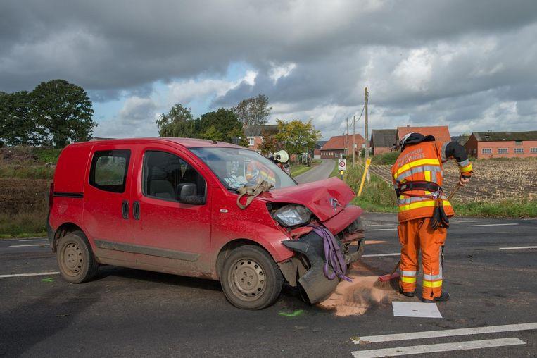 De bestuurder van deze auto wilde de Bredabaan oversteken, maar verleende geen voorrang.