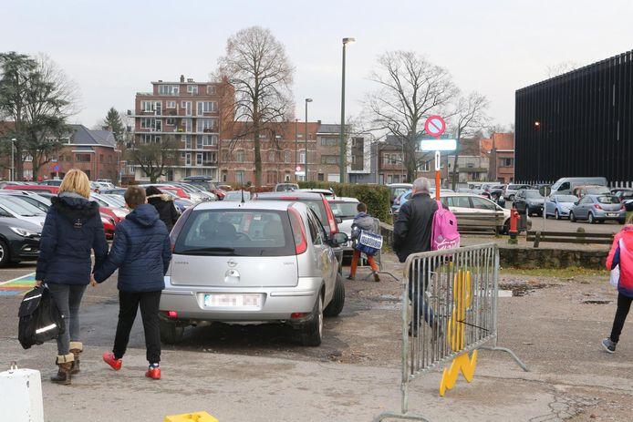 De kiss-and-ridezone wordt dikwijls gewoon als parkeerplaats gebruikt.