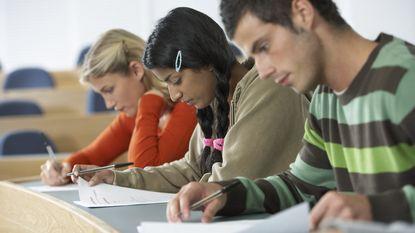 1 op de 3 Belgen spaart om hogere studies kinderen te betalen