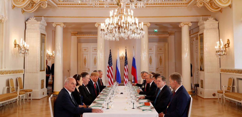 **Liveblog -  Trump noemt zijn een-op-eengesprek met Poetin 'een heel goed begin'**