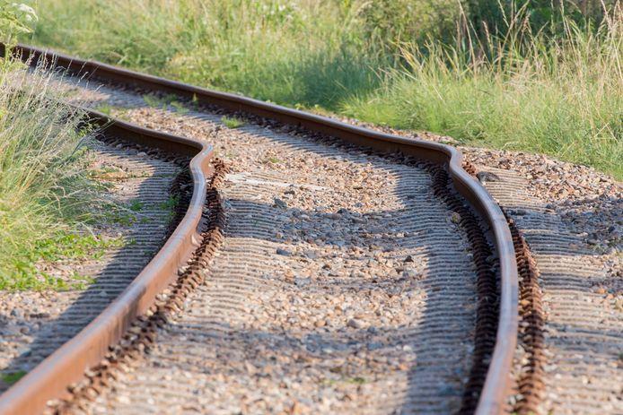 De rails was zichtbaar kromgetrokken door de hitte.